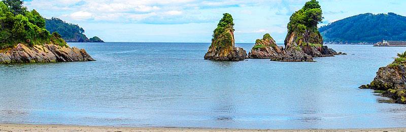 Playa de Covas, Viveiro (Lugo), una playa playa resguardada y de arena fina de 1.5 km.