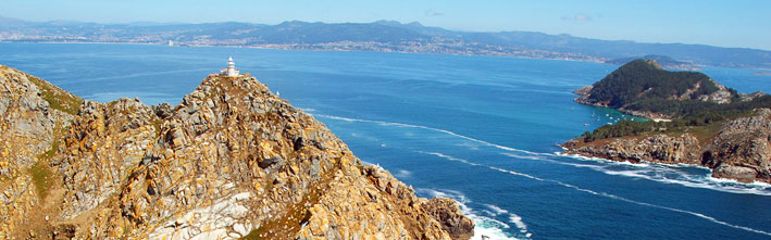 Faro de Monte do Faro en en el Parque Nacional de las Islas Atlánticas de Galicia