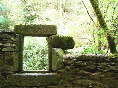 Molino en ruinas en Fragas do Eume, Caaveiro